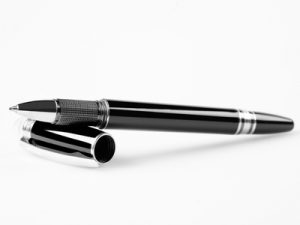 difference between roller ball and ball point pen